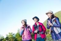 トレッキングを楽しむ3人の日本人女性