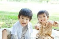 日本人の兄弟 10272003196  写真素材・ストックフォト・画像・イラスト素材 アマナイメージズ