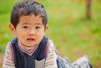 幼い日本人の男の子 10272003597  写真素材・ストックフォト・画像・イラスト素材 アマナイメージズ