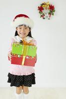 プレゼントボックスを持った女の子