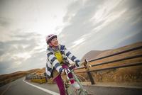 ポタリングを楽しむ日本人女性