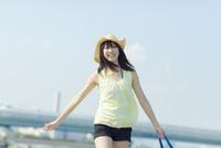 麦わら帽子を被った日本人女性
