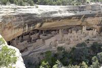 断崖絶壁の岩窟住居 10277009183| 写真素材・ストックフォト・画像・イラスト素材|アマナイメージズ