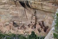 断崖絶壁の岩窟住居 10277009184| 写真素材・ストックフォト・画像・イラスト素材|アマナイメージズ