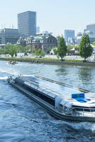 大阪市中央公会堂と遊覧船