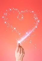 ハート型の光の軌跡と指