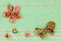 花と蝶のモチーフ 10285001254| 写真素材・ストックフォト・画像・イラスト素材|アマナイメージズ