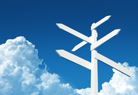 青い空と標識のあるクラウドコンピューティングのイメージ