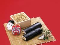 節分の豆と面と巻き寿司