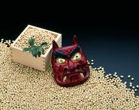 節分イメージ 鬼の面と豆