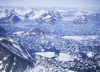 流氷群と フィヨルド 空撮