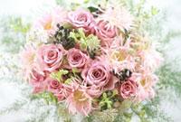 ピンクのバラとガーベラの花アレンジ