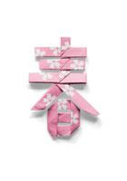 桜の模様が付いている春の文字の折り紙