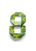 ひまわりの模様が付いている数字8の折り紙