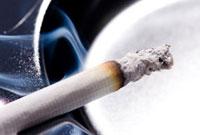 アルミの灰皿と煙草