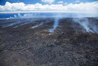 溶岩から立ち昇る煙 10322000202| 写真素材・ストックフォト・画像・イラスト素材|アマナイメージズ