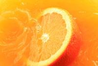 オレンジジュースとオレンジ