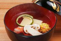 海老と松茸のお吸い物 10323002353  写真素材・ストックフォト・画像・イラスト素材 アマナイメージズ