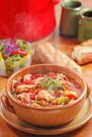 トマト鍋(骨付き鶏もも肉)