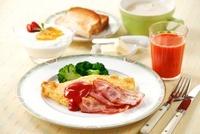 朝食(ベーコンエッグ)