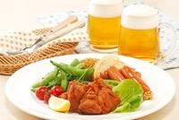 ビールとおつまみ 10323003697| 写真素材・ストックフォト・画像・イラスト素材|アマナイメージズ