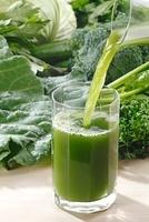 青汁野菜と青汁 10323003874| 写真素材・ストックフォト・画像・イラスト素材|アマナイメージズ