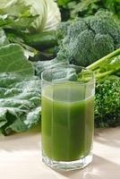 青汁野菜と青汁 10323003875| 写真素材・ストックフォト・画像・イラスト素材|アマナイメージズ