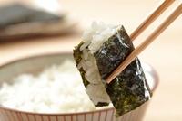 ご飯と焼き海苔 10323004269| 写真素材・ストックフォト・画像・イラスト素材|アマナイメージズ