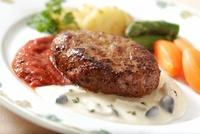 ハンバーグステーキ 10323004333| 写真素材・ストックフォト・画像・イラスト素材|アマナイメージズ