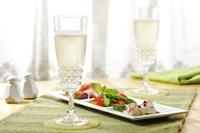 シャンパンとサラダ 10323005064| 写真素材・ストックフォト・画像・イラスト素材|アマナイメージズ