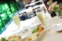 シャンパンとランチ 10323005083| 写真素材・ストックフォト・画像・イラスト素材|アマナイメージズ