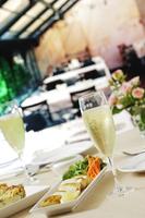 シャンパンとランチ 10323005084| 写真素材・ストックフォト・画像・イラスト素材|アマナイメージズ
