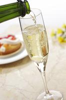 シャンパン(白) 10323005092| 写真素材・ストックフォト・画像・イラスト素材|アマナイメージズ