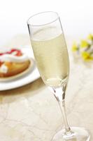 シャンパン(白) 10323005093| 写真素材・ストックフォト・画像・イラスト素材|アマナイメージズ