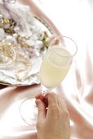 シャンパン(白) 10323005143| 写真素材・ストックフォト・画像・イラスト素材|アマナイメージズ