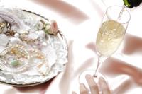 シャンパン(白) 10323005144| 写真素材・ストックフォト・画像・イラスト素材|アマナイメージズ