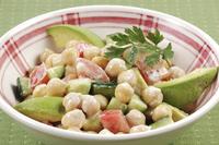 ひよこ豆とアボカドのサラダ 10323005243| 写真素材・ストックフォト・画像・イラスト素材|アマナイメージズ