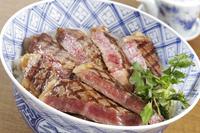 ステーキ丼 10323005360| 写真素材・ストックフォト・画像・イラスト素材|アマナイメージズ