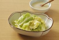 春きゃべつの塩麹サラダ