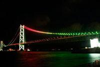 明石海峡大橋クリスマスカラーのライトアップ 10330000071| 写真素材・ストックフォト・画像・イラスト素材|アマナイメージズ