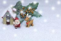 サンタとトナカイのクリスマスイメージ