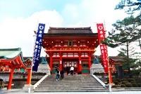 伏見稲荷大社楼門 10330000290| 写真素材・ストックフォト・画像・イラスト素材|アマナイメージズ