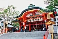 伏見稲荷大社拝殿 10330000307| 写真素材・ストックフォト・画像・イラスト素材|アマナイメージズ