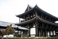 東福寺三門 10330000317| 写真素材・ストックフォト・画像・イラスト素材|アマナイメージズ