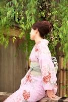 着物の女性 10330000325| 写真素材・ストックフォト・画像・イラスト素材|アマナイメージズ