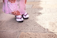 着物の女性の足元