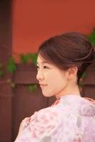 着物の女性 10330000338| 写真素材・ストックフォト・画像・イラスト素材|アマナイメージズ