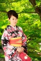 着物の女性 10330000349| 写真素材・ストックフォト・画像・イラスト素材|アマナイメージズ