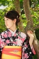 着物の女性 10330000366| 写真素材・ストックフォト・画像・イラスト素材|アマナイメージズ