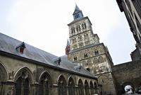 マーストリヒトの聖セルファース教会 10330000486| 写真素材・ストックフォト・画像・イラスト素材|アマナイメージズ